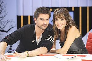 El cantante Juanes y la presentadora Ruth Jiménez. (Foto: TVE)
