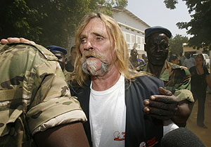 Alain Peligat, uno de los miembros del Arca de Zoé, en una imagen tras su detención en Chad. (REUTERS)