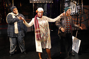 Rejinald Woods, Laiona Michelle y Tryphena Wade, en 'Black Nativity', de Langston Hughes. (Foto: Stephanie Berger.)