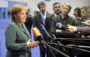 Merkel habla a la prensa durante la Cumbre. (Foto: AP)