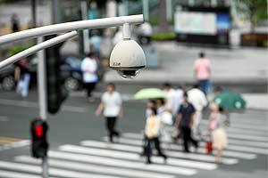 Una cámara de seguridad controla todos los movimientos en una calle de Shenzhen. (Foto: SINOPIX)