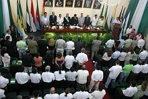 La Asamblea Provisional Autonómica de la región boliviana de Santa Cruz se reúne el 12 de diciembre 2007, encabezada por el gobernador Ruben Costas. (Foto: EFE)