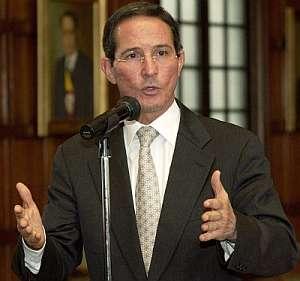 El ministro de Relaciones Exteriores de Colombia, Fernando Araujo, en su comparecencia. (Foto: EFE)