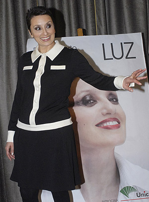 Luz Casal, tras recibir un disco de oro por 'Vida tóxica', su nuevo álbum. (Foto: EFE)
