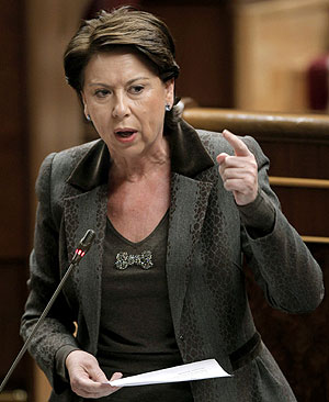 Magdalena Álvarez, durante una sesión de control al Gobierno en el Congreso. (Foto: EFE)