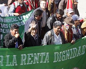 El presidente, en una manifestación contra la pobreza. (REUTERS)