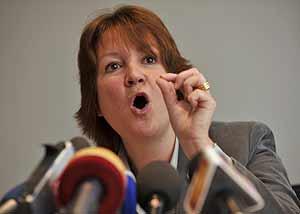 La portavoz de los fiscales federales de Bélgica, Lieve Pellens. (Foto: REUTERS)