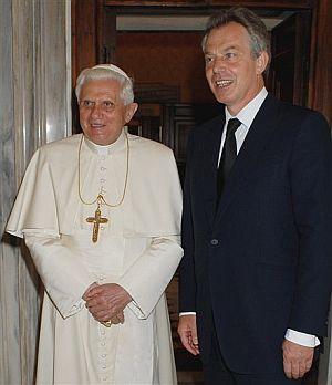 Tony Blair, junto al Papa en junio. (Foto: AP)