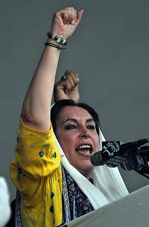 Bhutto, en un mitin, el pasado 23 de diciembre. (Foto: AFP)