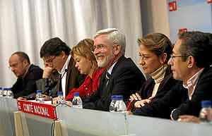 Lerma, en el centro, durante la presentación de las listas electorales al Comité Nacional del PSPV. (Foto: DI LOLLI).
