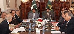 El presidente Musharraf y el primer ministro Mohammadmiam Soomro encabezan una reunión de alto nivel para analizar la situación en Pakistán. (Foto: AFP)