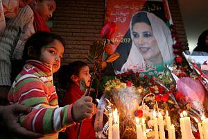 Vigila en Islamabad en recuerdo de Bhutto. (Foto: AFP)