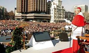 Rouco Varela se dirige a los asistentes al acto 'Por la familia cristiana' que se celebró el domingo en Madrid. (Foto: EFE)