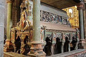 Sepulcro de San Vicente de la basílica abulense del mismo nombre, restaurado por la Fundación del Patrimonio Histórico de Castilla y León. (Foto: M. MARTÍN