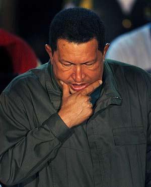 Hugo Chávez, en una imagen reciente en el Palacio de Miraflores. (Foto: REUTERS)
