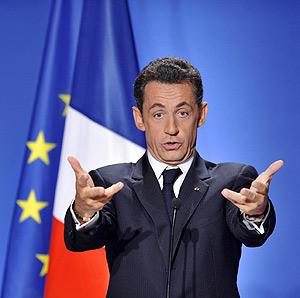 Nicolas Sarkozy, en un momento de su multitudinaria rueda de prensa en el Palacio del Eliseo de París. (Foto: AFP)