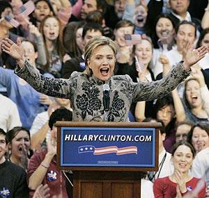 Clinton, exultante, proclama su victoria en Manchester. (Foto: REUTERS)