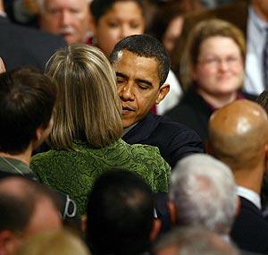 Obama recibe el apoyo de sus partidarios en Nashua tras su derrota. (Foto: AFP)