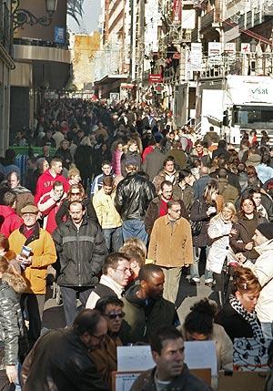 La calle Preciados de Madrid, zona de gran afluencia comercial. (Foto: EFE)