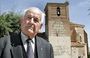 Gregorio García Antonio en su pueblo, Sinlabajos (Ávila). (Foto: M. MARTÍN | ICAL)
