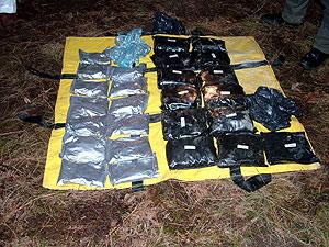 Imagen de los componentes explosivos encontrado en el zulo de Lesaka. (Foto: EFE)