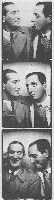El poeta sevillano Joaquín Romero Murube, junto a su amigo, Pepín Bello.