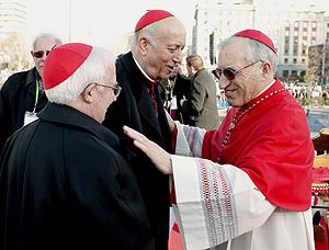 Rouco Varela, Antonio Cañizares y García Gasco, en el acto 'Por la familia cristiana'. (Foto: EFE)