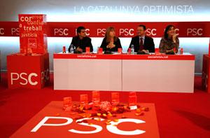 Representantes del PSC y creadores de la fragancia, en la presentación. (Foto: Santi Cogolludo)