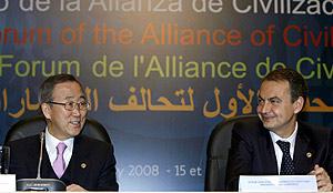 Zapatero, junto a Ban Ki Moon en la apertura del Foro. (Foto: EFE)