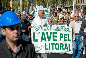 Protestas contra el trazado del AVE por el centro de Barcelona. (Foto: Antonio Moreno)
