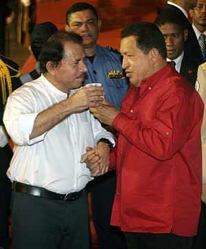Chávez, junto a Daniel Ortega. (Foto: AFP)