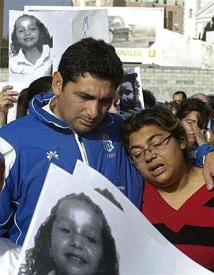 Juan José Cortés e Irene Suárez, padres de Mari Luz Cortés, durante la manifestación del martes. (Foto: AP)