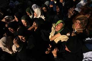 Funeral por Maryam al Rahel y su hijo Saleh, fallecidos el pasado jueves en un bombardeo. AFP