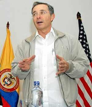 Álvaro Uribe, en una alocución este domingo en su país. (Foto: AFP)