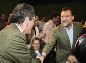 Gallardón y Rajoy, en el acto del PP. (Foto: EFE)