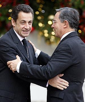 Nicolas Sarkozy recibe al presidente colombiano. (Foto: REUTERS)
