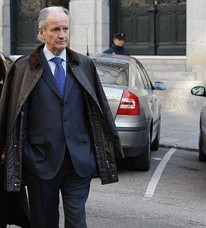 El ex presidente del Parlamento vasco Juan María Atutxa, a su llegada al Tribunal Supremo. (Foto: EFE)