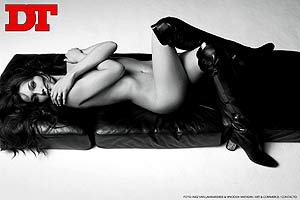 Desnudo de la actual pareja de Nicolas Sarkozy en el número de febrero de 'DT'(Foto: 'DT')
