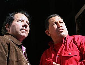 Hugo Chávez (d), y su homólogo de Nicaragua, Daniel Ortega (i). (Foto: EFE)