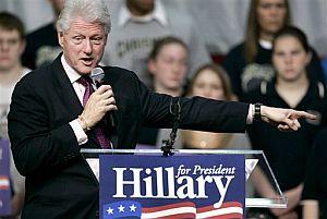 Clinton habla en apoyo de su mujer, Hillary, en un mitin. (Foto: AP)