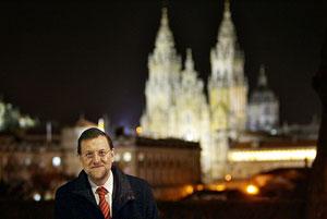 Rajoy, delante de la catedral de Santiago. (Foto: José Aymá)