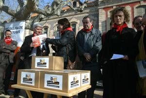 Un momento de la presentación de las urnas. (Foto: Antonio Moreno)