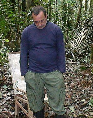 Imagen entregada por el Alto Comisionado para la Paz el pasado 30 de noviembre de 2007, del ex senador Luis Eladio Perez durante su cautiverio. (Foto: EFE)