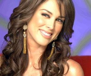 Jacqueline Bracamontes en un fotograma de la serie.