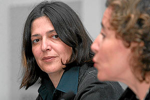 La alcaldesa de Palma, Aina Calvo y la nueva directora del Musero Es Baluard, Cristina Ros. (Foto: Jordi Avellà.)