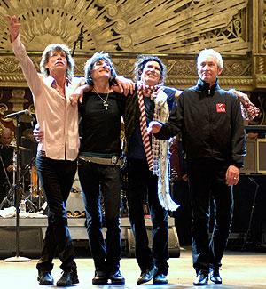 Los componentes de la banda en la presentación del documental. (Foto: EFE)