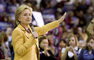 Clinton, en un mitin el domingo en Virginia. (Foto: Reuters)