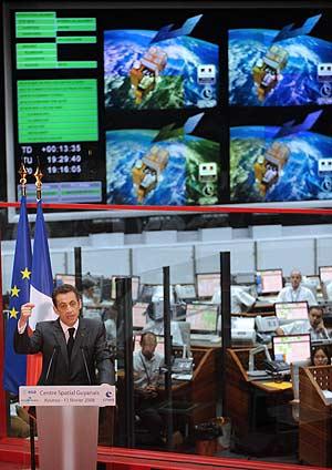 Nicolas Sarkozy desde el centro espacial de Kourou. (Foto: AFP)