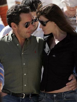 Visita de Nicolás Sarkozy y Carla Bruni al Valle de Luxor en diciembre pasado. (Foto: AFP)