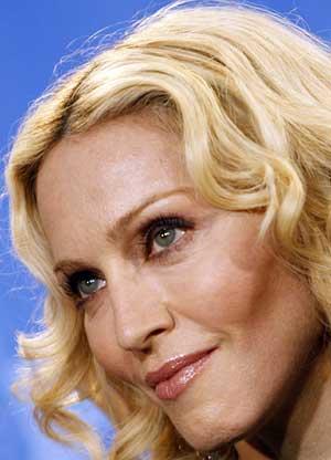 Madonna posa en el photo call de su película. (Foto: DDP)